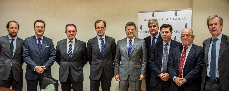 El ministro de Justicia analiza en Sevilla con Guadaliuris la situación de la abogacía y los retos de la justicia