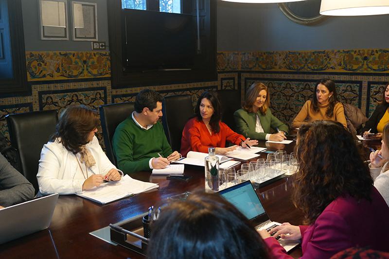 La Ejecutiva del PP Andaluz se reúne con ANSEMAC en la sede de Sanguino Abogados.
