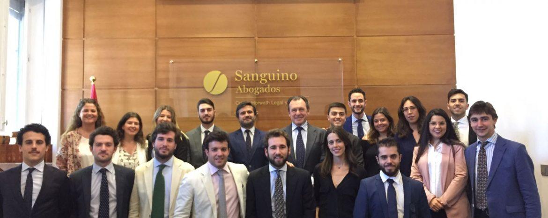 Estudiantes de la Universidad Loyola Andalucía visitan las instalaciones de Sanguino Abogados