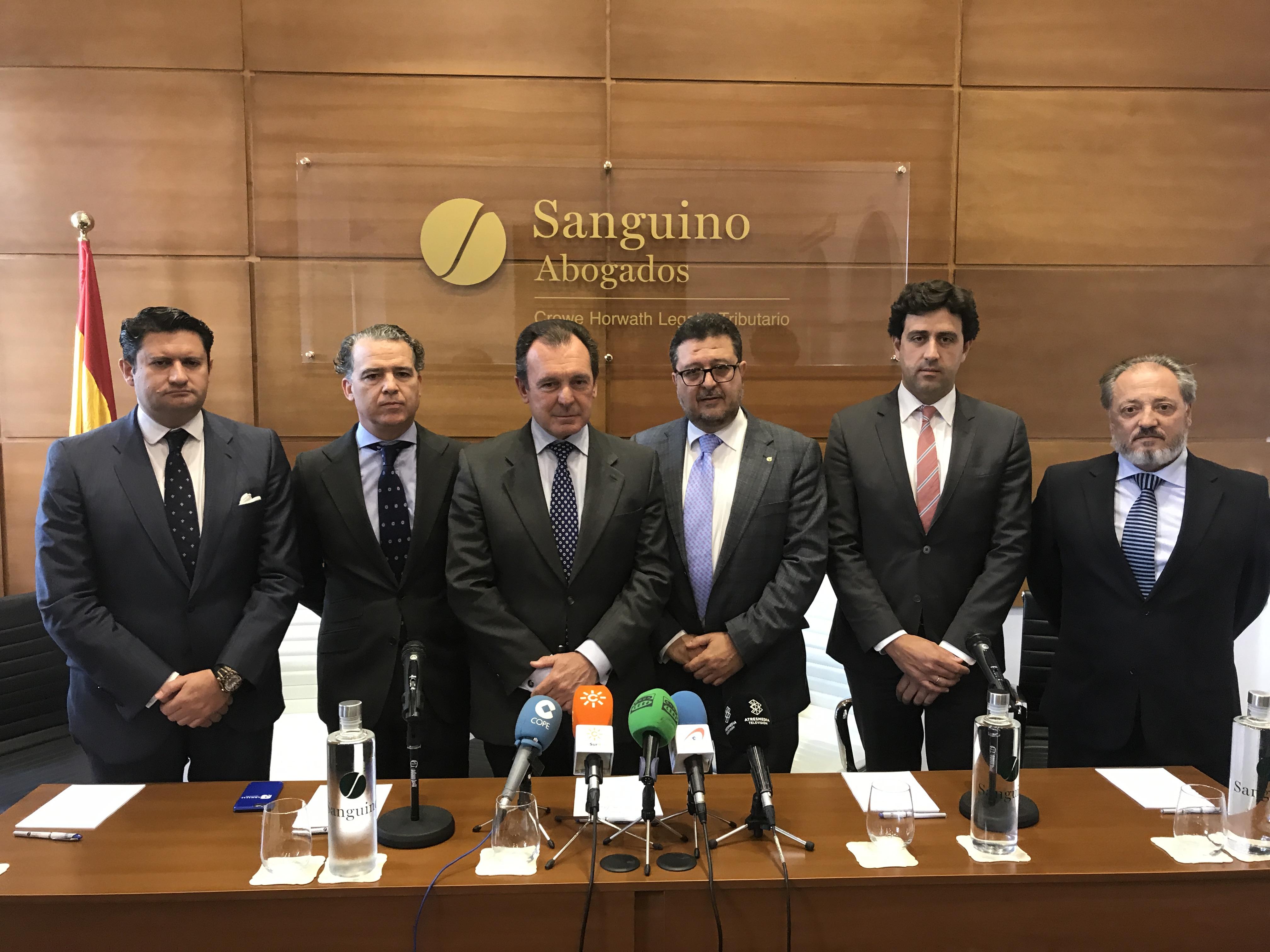 Sanguino Abogados defenderá gratuitamente a los afectados por los incidentes de la 'Madrugá'