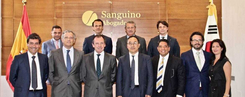La sede de Sanguino Abogados acoge un encuentro con responsables de la plataforma de inversión Ebora